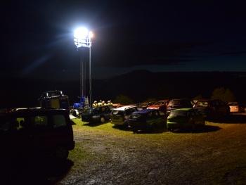 Licht im Dunkeln: Mit zwei Lichtmastanhängern wurden die Parkplätze am Ende der Veranstaltung ausgeleuchtet