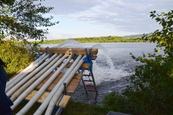 Frischwasser aus dem Main: Über 250.000 Kubikmeter Wasser pumpte das THW in den Westsee und den Großen Angersee