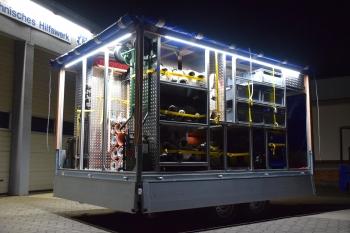 Gut beleuchtet: Für nächtliche Einsätze wurde der Anhänger mit einer LED-Beleuchtung ausgestattet